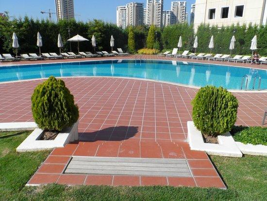 Istanbul Marriott Hotel Asia : Еще дворик