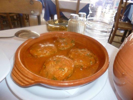 Vachus Taverna: Meat balls inTomato and Garlic sauce
