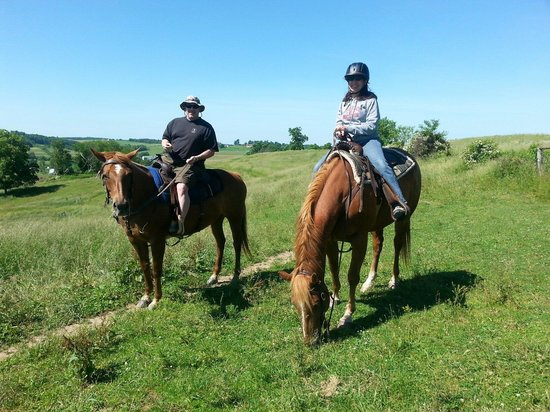 Amish Country Riding Stables: Nice day for a ride...beautiful scenery!