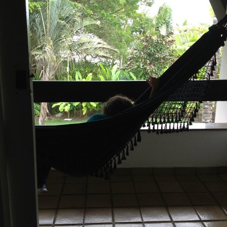 Arraial D'Ajuda Eco Resort: Os aptos ímpares dão vista p a mata do hotel (mas não tem bichos no quarto!). Tem porta de tela!
