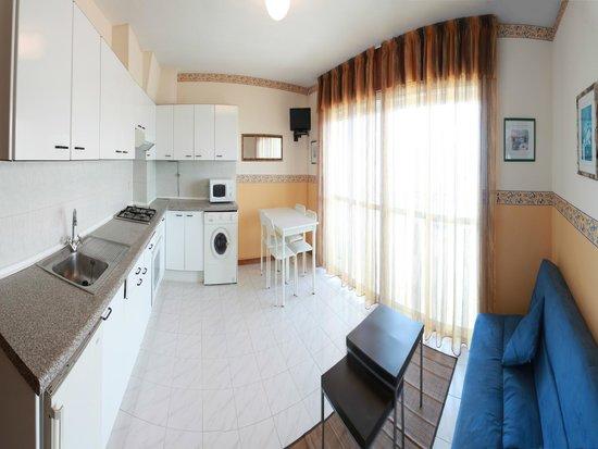 Apartamentos Park Raxo: Sala-cocina