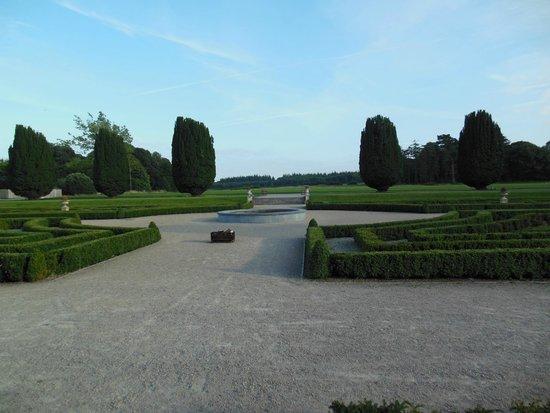 Castlemartyr Resort: Vista del giardino interno dell'hotel