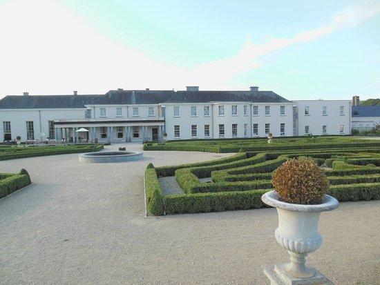 Castlemartyr Resort: Vista del corpo centrale dell'hotel