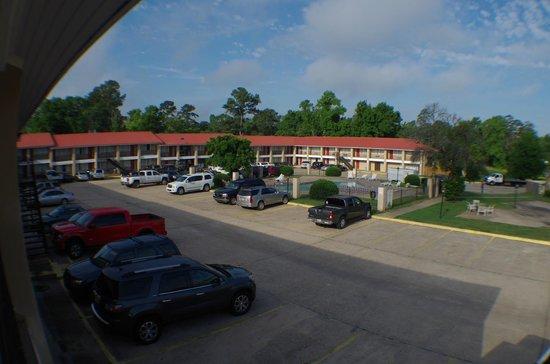 Americas Best Value Inn Huntsville: view over pool