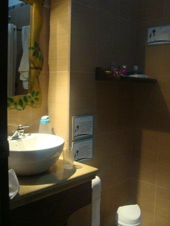 Hotel Galapagos Suites: Bano
