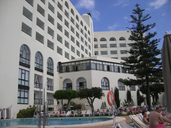 Hotel Riu Monica: rooms to the left are side seaveiw the ones to the right are full seaview