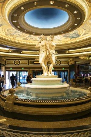 Caesars Palace: Main lobby