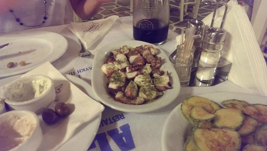 Restaurant Alyki : Entrée de poulpe bouilli sauce vianigrettes