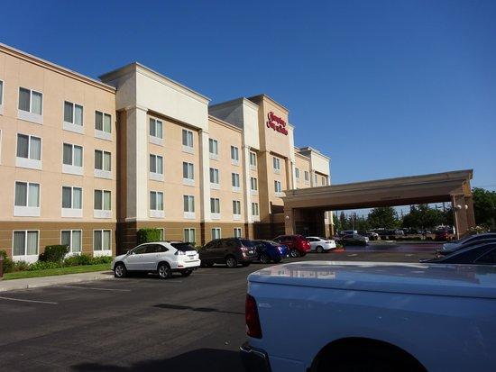 Hampton Inn & Suites Fresno : Hotel
