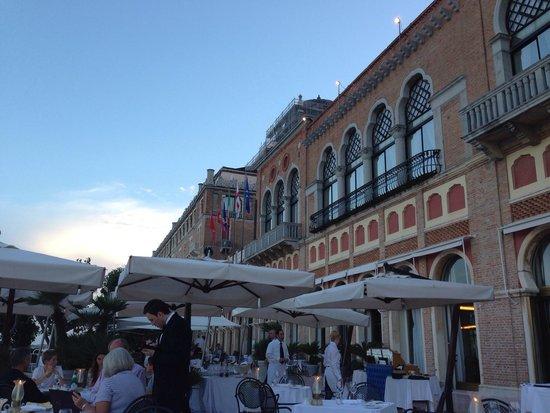 Hotel Excelsior: Abendessen im restaurant auf der Terrasse