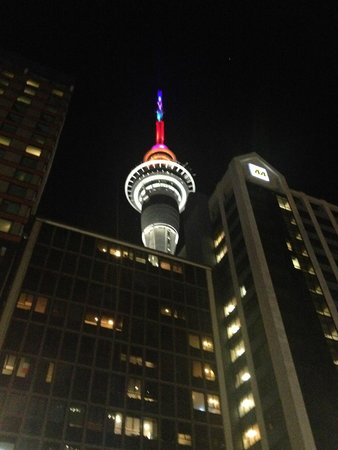 Crowne Plaza Auckland : Tower from in front of hotel