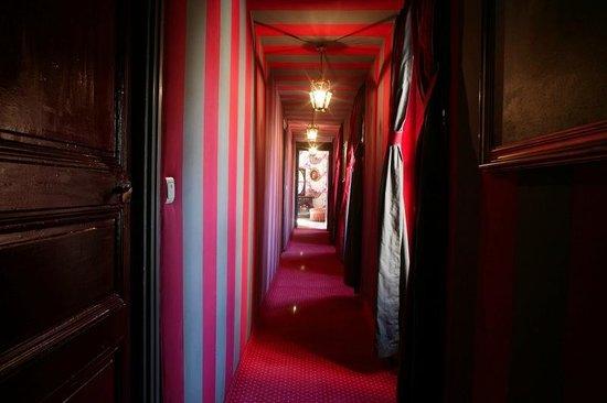 Comptoir du Ranc de Bannes : couloir d'acces chambres