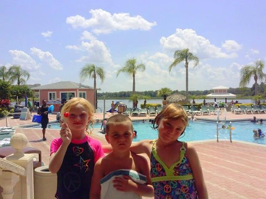 Crown Club Inn Orlando By Exploria Resorts : one of the pools with a beach!