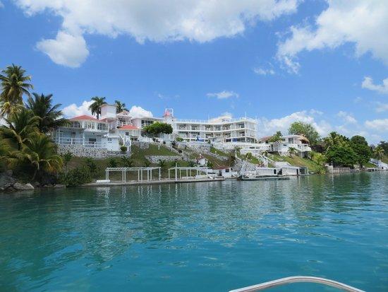 Hotel Laguna Bacalar: Hotel Laguna from shore