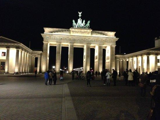 Berlin Wall Museum (Museum Haus am Checkpoint Charlie): Portão Brademburgo