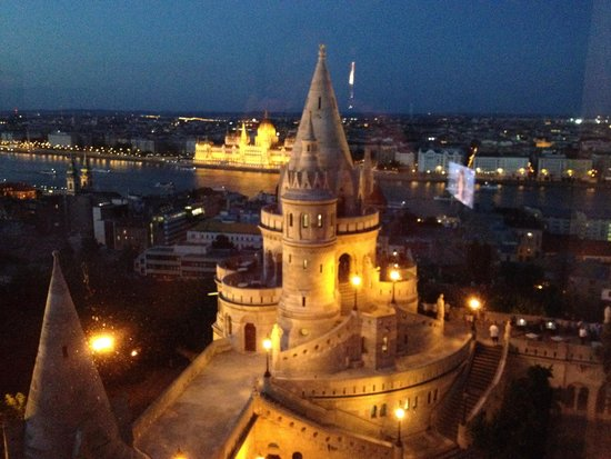 Hilton Budapest: Evening View from our room