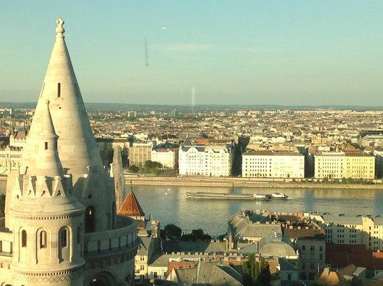 Hilton Budapest: Day time too.