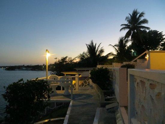 Hotel Laguna Bacalar: Bacalar at night