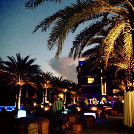 Marrakesh Hua Hin Resort & Spa: วิวจากทะเลเข้าหาโรงแรม