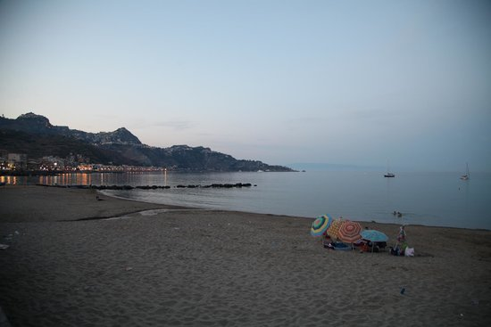B&B il Pescatore : A short walk up the beach