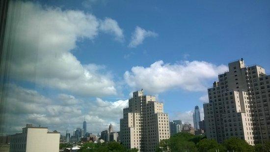 Fairfield Inn & Suites New York Brooklyn: View of the Skyline from 7th floor room