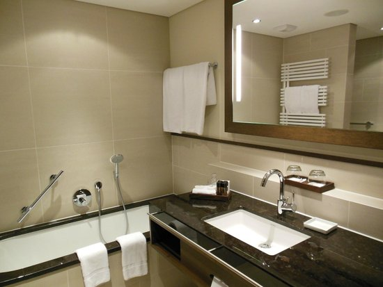 The Europe Hotel & Resort : Spazioso bagno