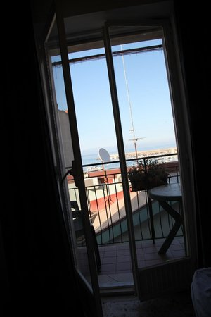B&B il Pescatore : Room overlooking the beach and marina
