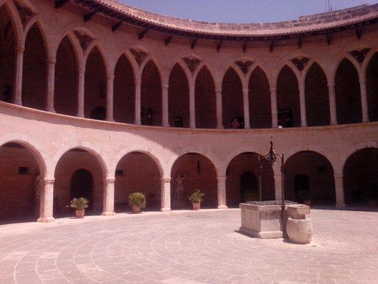 Castell de Bellver: 2 уровень
