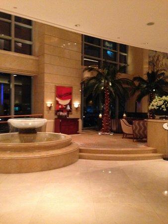 Four Seasons Hotel Shanghai: hall