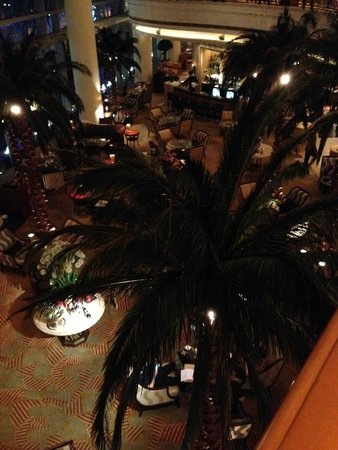 Four Seasons Hotel Shanghai: loby bar