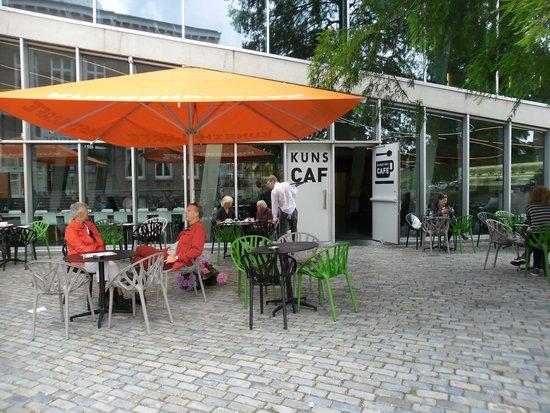 Kunsthal Rotterdam: Restaurant De Kunsthal met terras