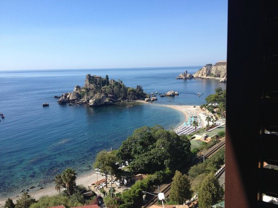 Mendolia Beach Hotel: The view of Isola Bella from our balcony