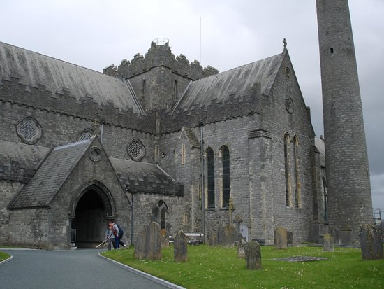 St. Canice's Cathedral & Round Tower : St Canace Cathedral
