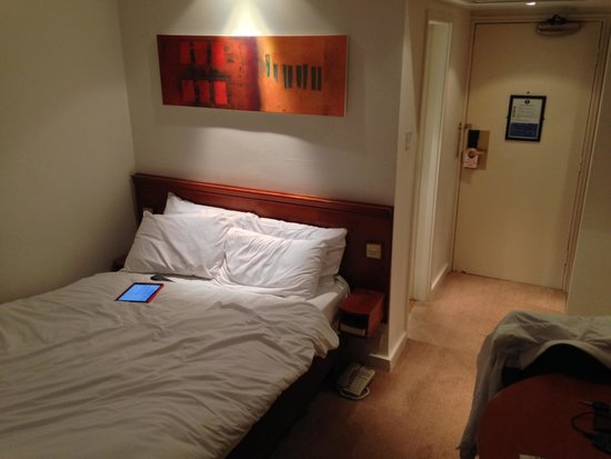 The Airport Inn Manchester : Room 211