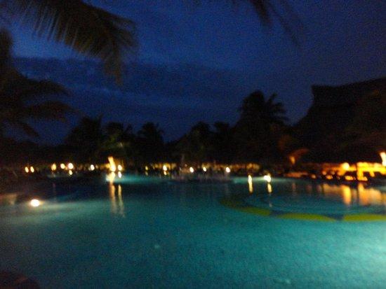Catalonia Royal Tulum: piscina di notte