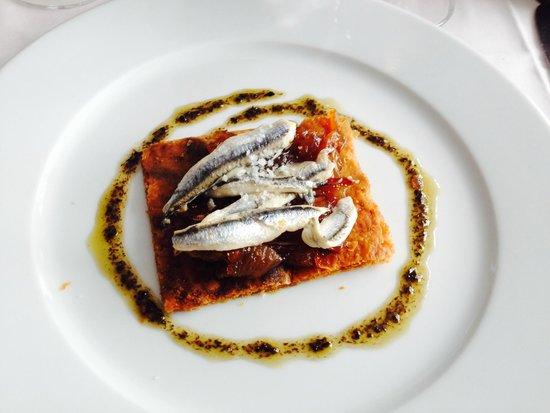 Le Timbre: Tarte aux anchois et oignons caramélisés