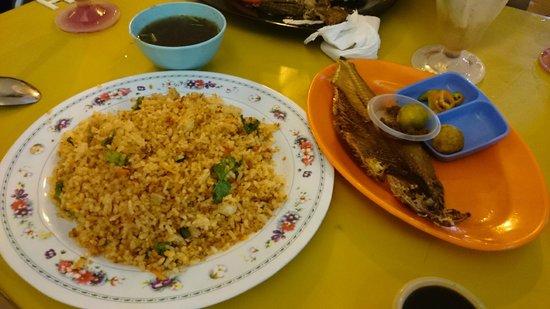 Kuching Esplanade: Nasi Goreng Ikan Terubuk