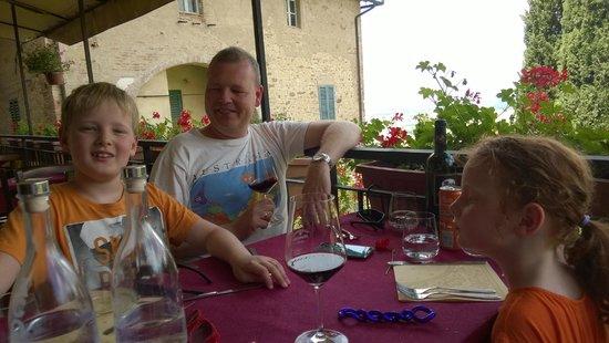 Albergo Ristorante Masolino: enjoying the scene and the wine