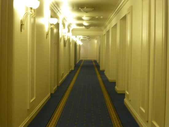 Radisson Royal Hotel Moscow: Corridor to Bedrooms