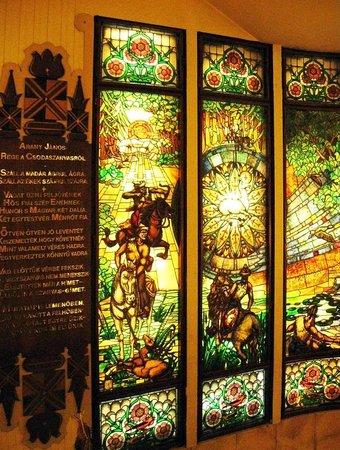 Danubius Hotel Gellert: витражное окно
