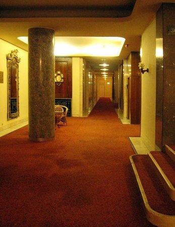Danubius Hotel Gellert: коридор