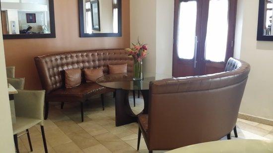Cervantes : Lobby Lounge Area