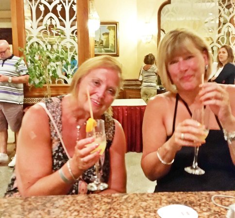 Concorde Hotel Marco Polo: Cheers