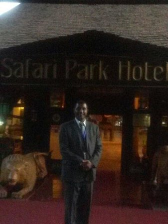 Safari Park Hotel: at the entrance