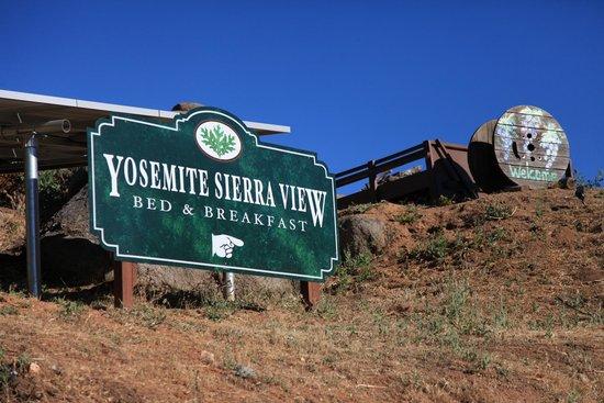 Yosemite Sierra View Bed & Breakfast : Entrance!