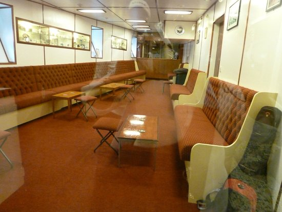 Britannia (navire) : Lounge area between the royal cabins