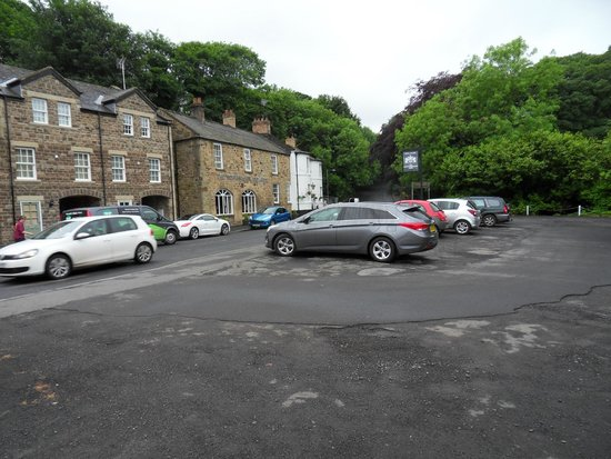 Northumberland Arms: Hotel & car park opposite