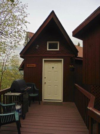 Healy Heights Family Cabins: Willow Cabin
