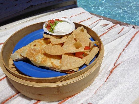 Renaissance Indian Wells Resort & Spa : Quesadilla