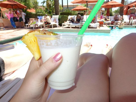 Renaissance Indian Wells Resort & Spa: Pina Colada by the Pool!